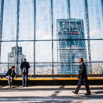 פיתוח מנהלים ומנהיגים עסקיים